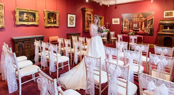 Photography: Rebecca Faith Photography Dress: Krystle Brides, Bath Flowers: Pulteney Bridge Flowers